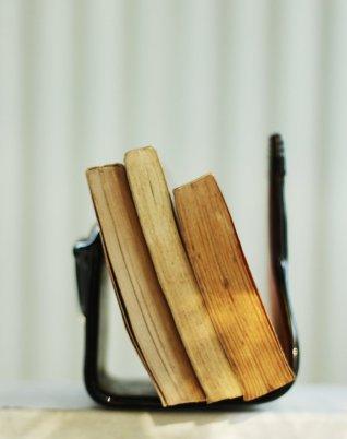 book hand